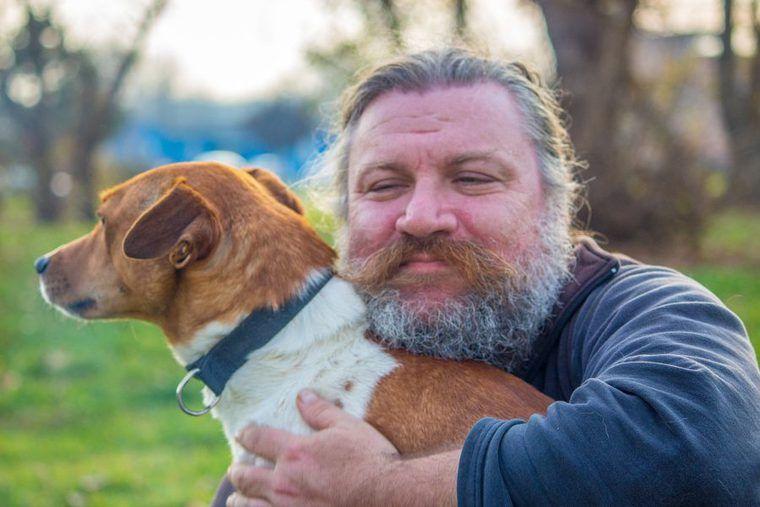 中型犬は飼いやすい? 人気犬種ランキングや基準、寿命について解説