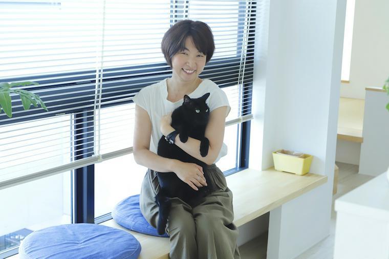 狭くても高さのある家に。空間をうまく利用した猫たちの遊び場【愛猫ライフ取材 Vol.2】