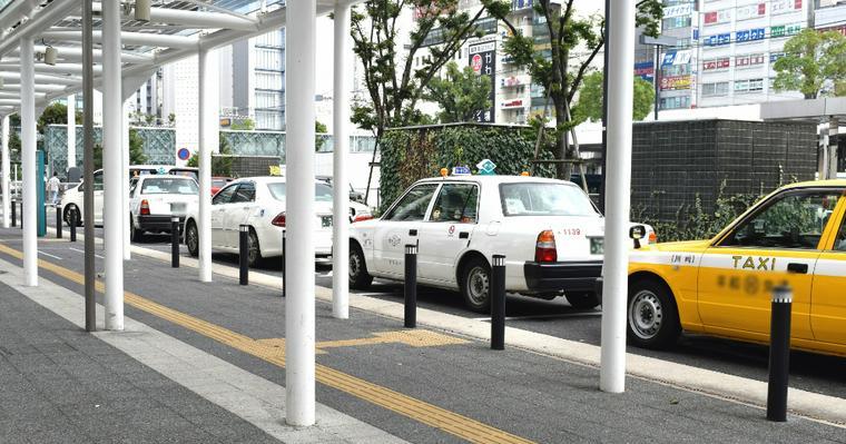 犬はタクシーに乗れる? 東京・大阪などペット同乗可のタクシー会社やマナーを紹介
