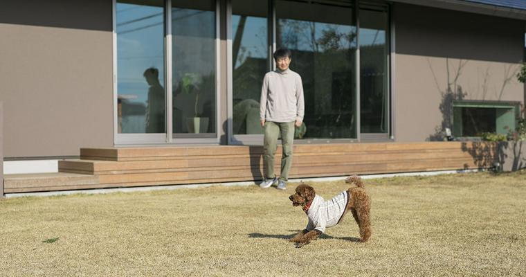 【犬と暮らす住まい】マンション、戸建て、都会、田舎……ライフスタイルに合った住環境とは