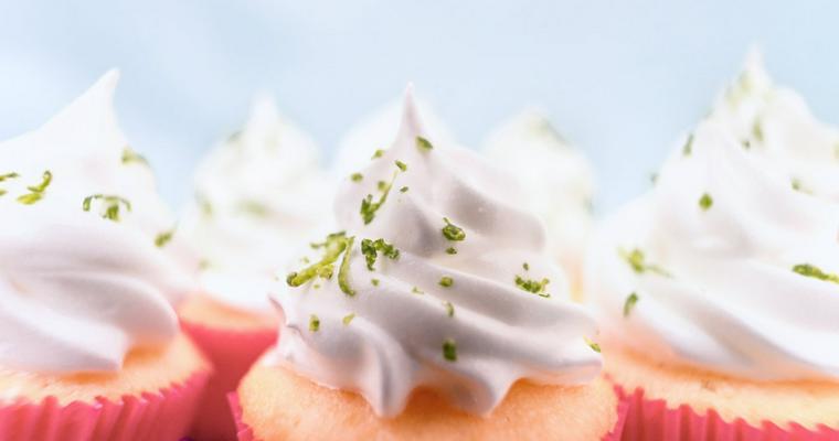 猫が生クリームを食べるのはNG 記念日や誕生日は代用品で祝いましょう。