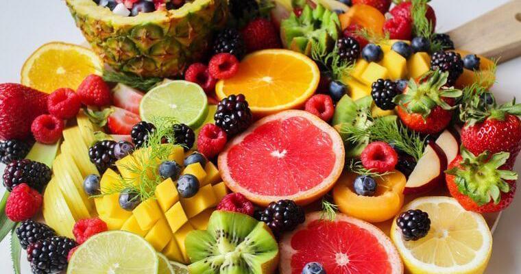 犬は果物を食べても大丈夫? 体に良い果物&食べると危険な果物まとめ