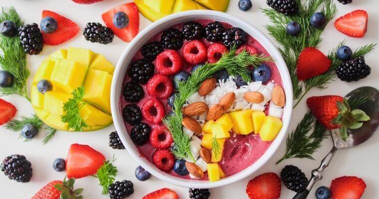 猫は果物を食べても大丈夫? 体に良い果物&食べると危険な果物まとめ