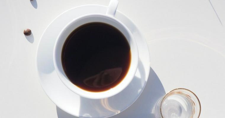 犬にコーヒーは危険! カフェイン中毒の症状や致死量、応急処置を解説